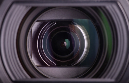 big brother spy: Detalle de una lente de c�mara de v�deo digital.