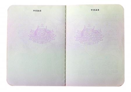 pasaporte: Blanco antiguos p�ginas del pasaporte australianos aislados sobre fondo blanco.