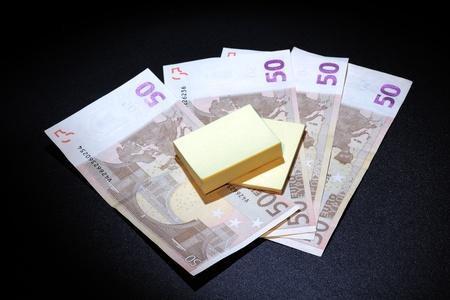 wirtschaftskrise: etwa durch die Wirtschaftskrise und der Notwendigkeit, seien Sie vorsichtig mit Geld gebracht