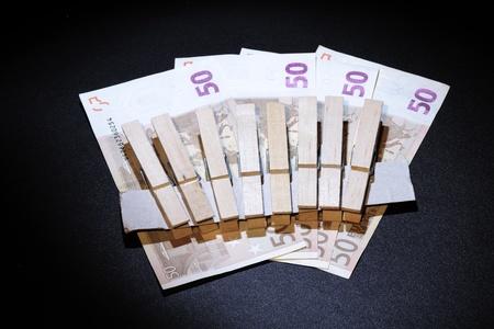 crisis economica: provocada por la crisis econ�mica y la necesidad de ser cuidadoso con el dinero