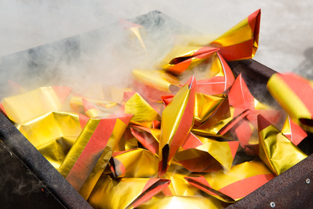 Chinese burning the offering in traditional cremation. 스톡 콘텐츠
