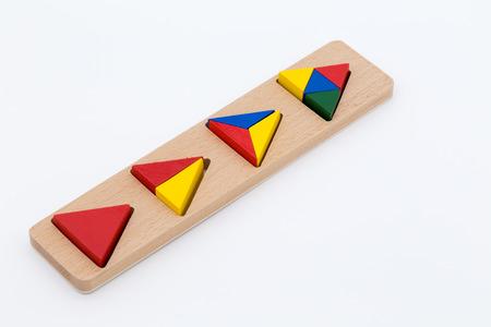 lógica: Juguete de madera juego de rompecabezas de la lógica aislada en el fondo blanco Foto de archivo