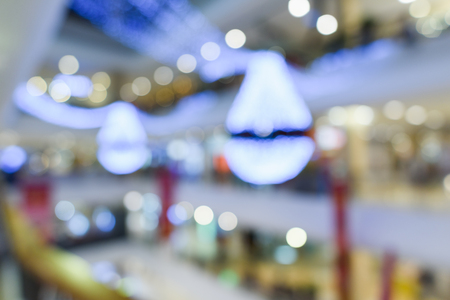 Abstract Blurry or Defocus Background of Shopping Mall with Light Decoration 免版税图像