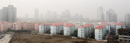 la contaminaci�n del aire sobre la ciudad Foto de archivo - 4215326