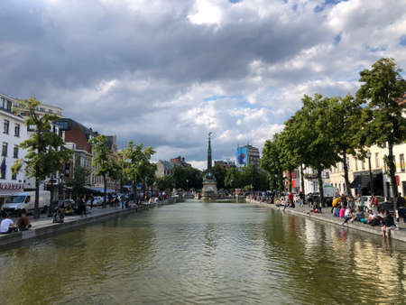 Brussels, Belgium - June 15, 2019: Jules Anspach fountain and Quai aux Briques in a bright cloudy day of summer 新聞圖片