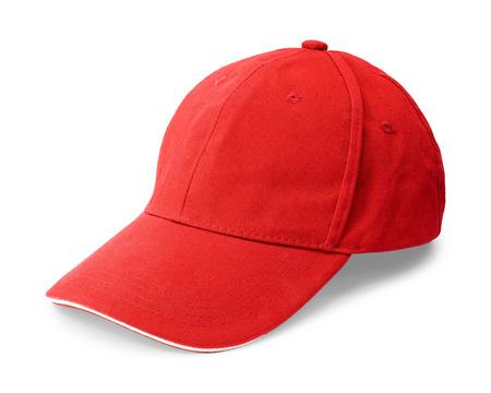 Tappo rosso isolato su sfondo bianco. Modello di berretto da baseball in vista frontale. (Tracciato di ritaglio)