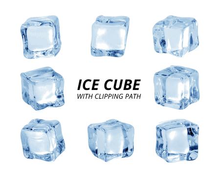 Ijsblokje geïsoleerd op een witte achtergrond. Een stuk ijs in blokvorm.