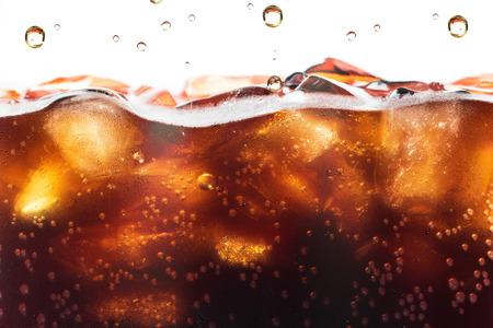 Cola Splashing background avec bulle de soda. Boisson gazeuse ou rafraîchissement.