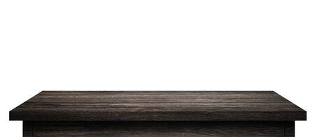Table en bois vide avec des planches de bois noir isolées sur fond blanc pur. Bureau en bois et tableau d'affichage d'étagère noir avec sol en perspective. (chemin de détourage) Banque d'images