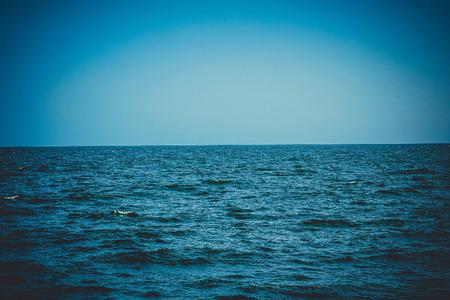 푸른 바다, 바다의 푸른 파도