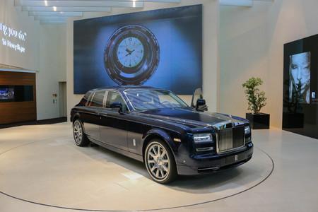 Munich, Germany - July 1, 2017: Blue Rolls-Royce car in BMW Welt in Munich Standard-Bild - 110869993