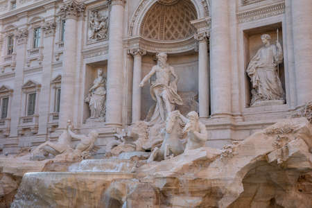 Panoramic view of Trevi Fountain in the Trevi district in Rome, Italy. It designed by Italian architect Nicola Salvi and completed by Giuseppe Pannini Imagens