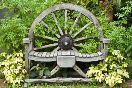 carreta madera: Silla de ruedas de carro de madera Foto de archivo