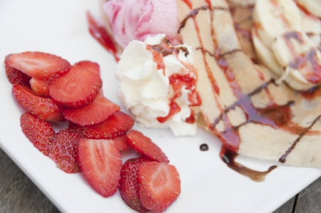 Strawberry banana crape with ice cream