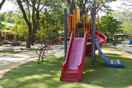 Équipement de terrain de jeu coloré