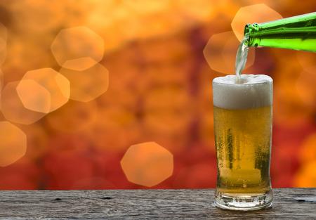 night club: Disfrute de la cerveza en club nocturno Foto de archivo