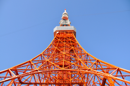 Tokyo Tower, Tokyo landmark with blue sky, Japan. Banque d'images