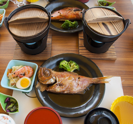 Japanese food set of Purple-Spotted Bigeye fish steam in soy sauce. Banque d'images - 111129413