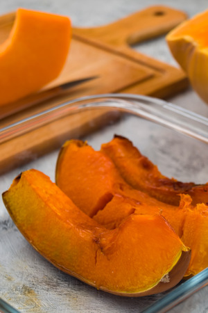 Baked pumpkin in a glass bowl. Vegetarian food. Vertical. Imagens - 113086559