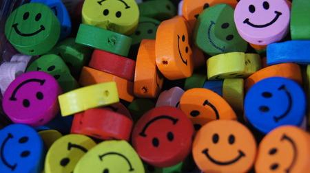 Kleurrijke knoppen in de vorm van emoji en emoticons Stockfoto
