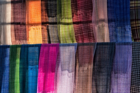 sciarpe: Sciarpe in un mercato sul lago Inle in Myanmar