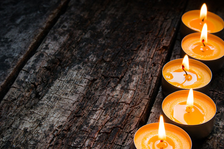 flavored spa candle on a wooden background Archivio Fotografico