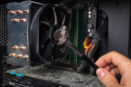 computer scientist shows how much dust on the hardware of the personal computer
