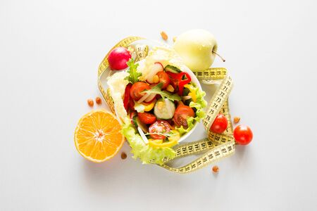 plate with fresh diet vegetables and fruits slimming food concept Foto de archivo - 131827455