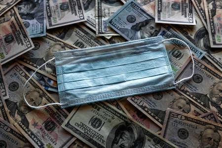 medical mask on the background of dollar bills, concept crisis, pandemic, inflation Zdjęcie Seryjne