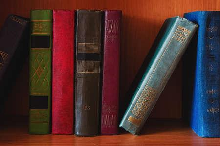 textbooks and literature hardback books on bookshelf Zdjęcie Seryjne