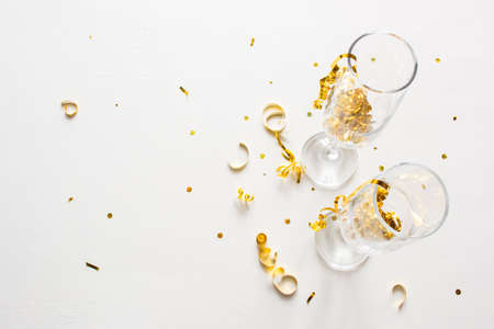 two champagne glasses with confetti on a white background with place for text Zdjęcie Seryjne - 160376650