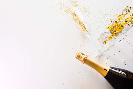 happy new year concept champagne and glasses on a white background with place for text Zdjęcie Seryjne