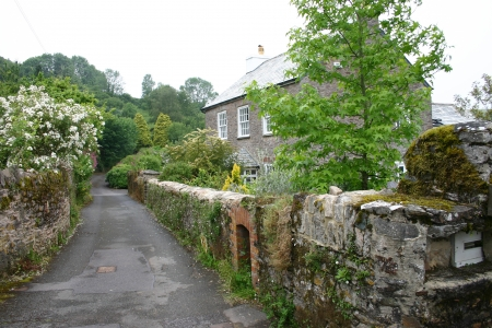 House on a country lane in Dorset, England Stock Photo - 15338119