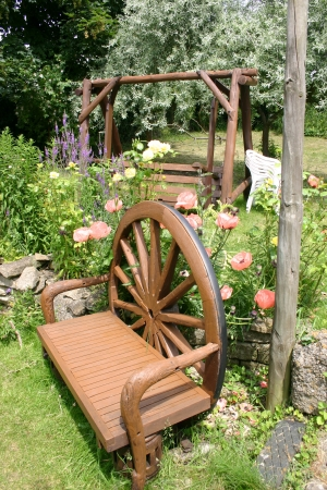waggon: Bench made out of waggon wheel in english garden