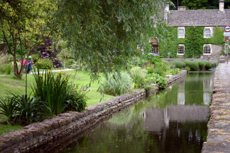 english village: Cottages in the Cottswolds, England