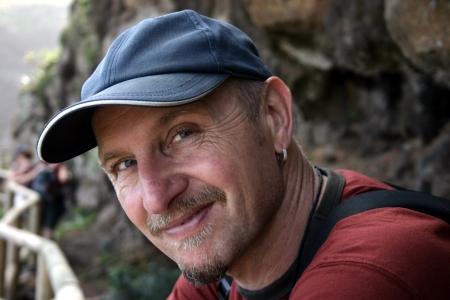45 55 years: Man with baseball cap looking into camera
