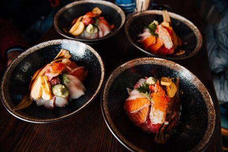 4 bowls KAISENDON, Mix Sashimi in 1 bowl with Japanese Rices. Sashimi is fresh fish such as, Salmon, shrimp, Salmon eggs, Tuna, eel. Imagens