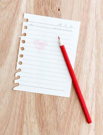 note paper: Color pencil with note paper on wooden