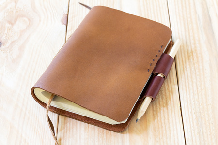 Brown Leather notebooks on wooden table 스톡 콘텐츠