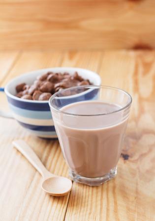 Chocolademelk en cornflakes