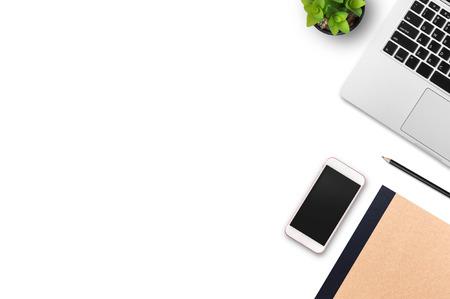 Lugar de trabajo moderno con espacio de copia de cuaderno, teléfono inteligente, lápiz y árbol sobre fondo gris. Vista superior. Estilo plano de la endecha Foto de archivo - 82316453
