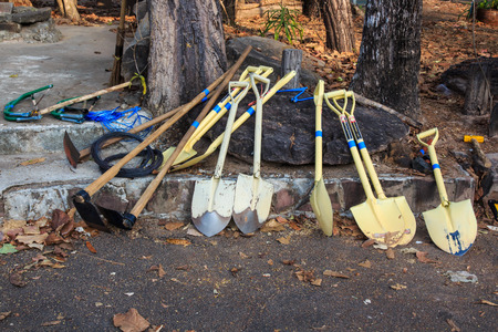 hardscape: Gardening and Landscaping Tools for Yard and Pavers Hardscape Work