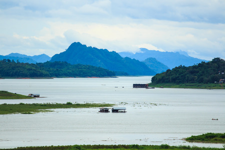 selenium: Lake and Mountain Landscape