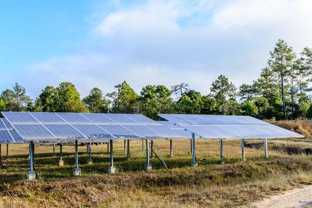 energia solar: Las células solares para la energía solar renovable con el sol. Foto de archivo