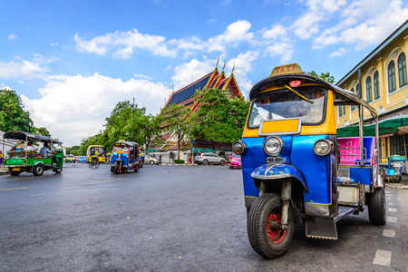 Blauwe Tuk Tuk, traditionele Thaise taxi in Bangkok Thailand. Stockfoto