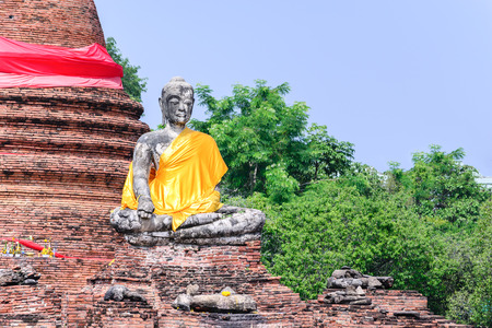 phra nakhon si ayutthaya: Buddha statue at Wat Worachetha Ram old temple in Ayutthaya historic park, Thailand.