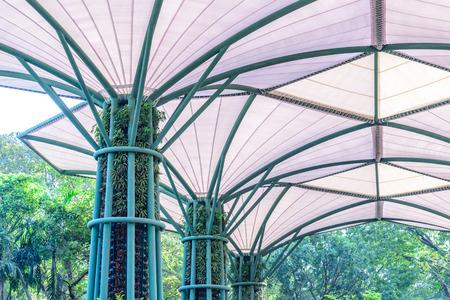 estructura: En el interior de la tela estadio estructura del techo con la planta en estructura met�lica. Foto de archivo
