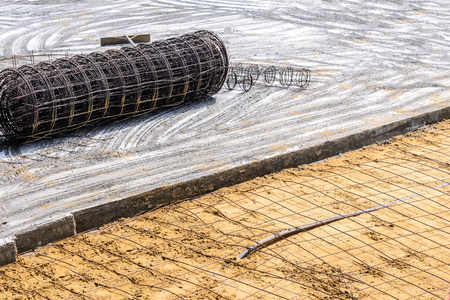 strong base: Meshing rebar for flooring with cement.