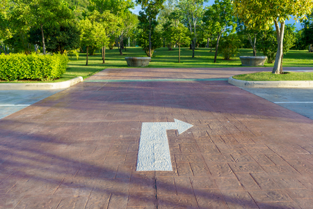 Turn right sign on car park floor.