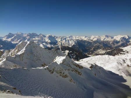 skipiste: Der steile Schweizer Ski mit Buckelpiste von der Spitze des Mont Fort,
